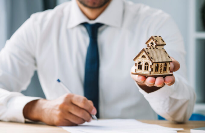 Tips For Becoming A Real Estate Agent